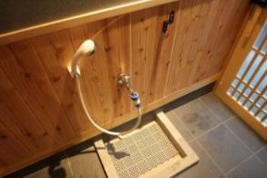 玄関ペット用足洗シャワー&リードフック