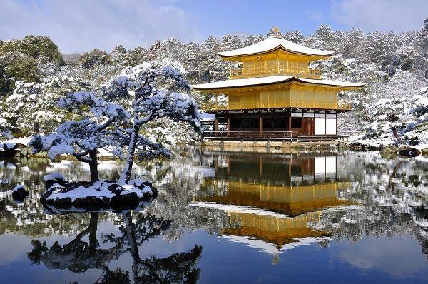 降雪後の金閣寺
